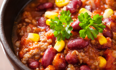 Super simple healthy crockpot chili recipe. A family favorite - that your family will love! YUM