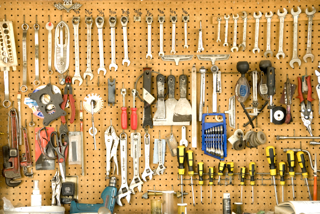 With this list of simple tips to organize your garage, you'll be on your way to a stress-free, clean & organized garage in no time!