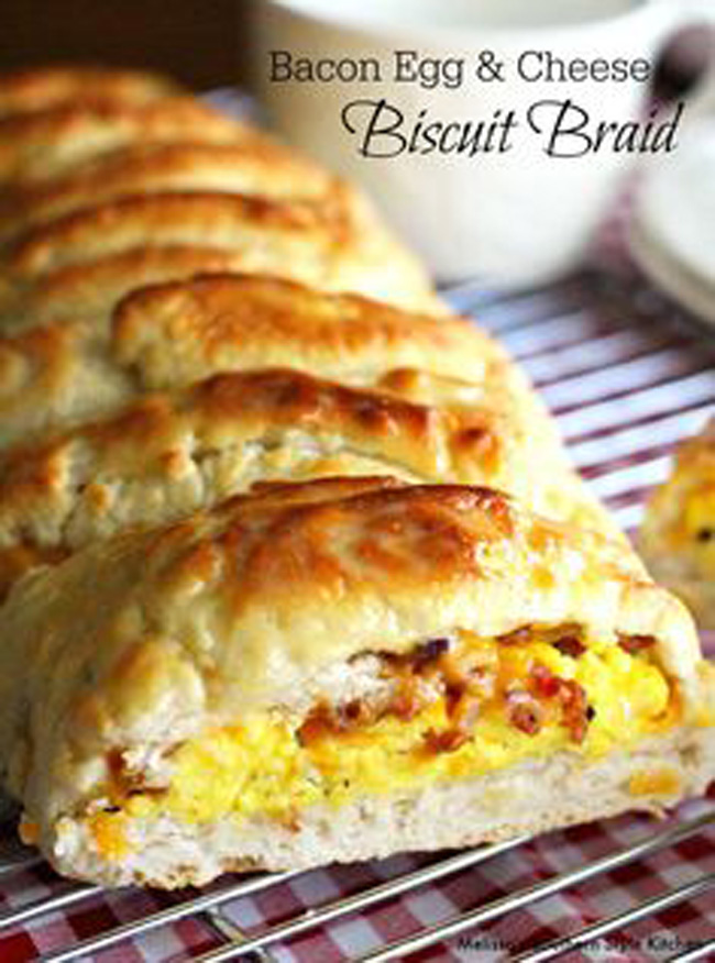 bacon-egg-and-cheese-biscuit-braid