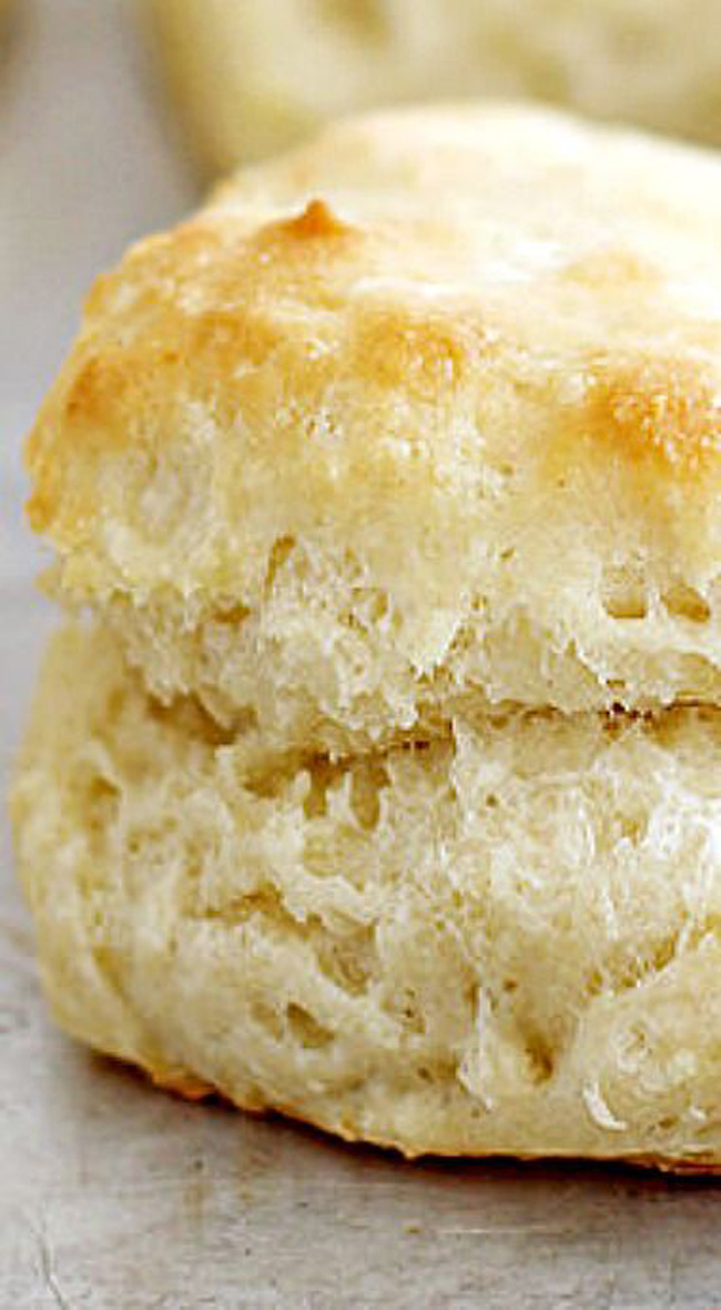 flaky-fluffy-southern-buttermilk-biscuits