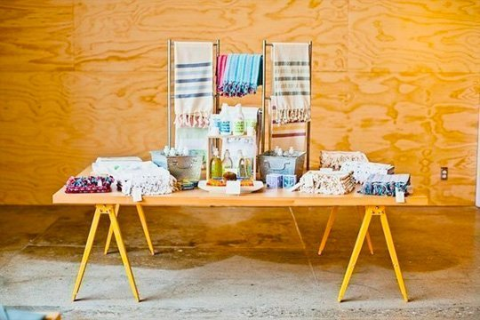 Make your dining table a conversation piece by building it yourself! Get inspired by these ten DIY tables.