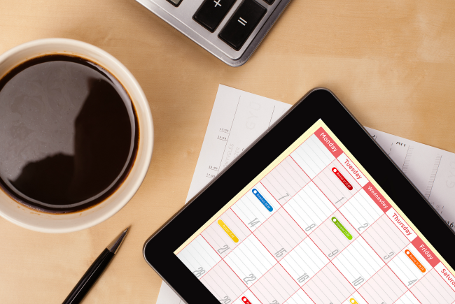 10 simple productivity tips for busy moms. Here's the real secret for how to be more productive and organized and check things off your list every day. (Great productivity and planning advice.)