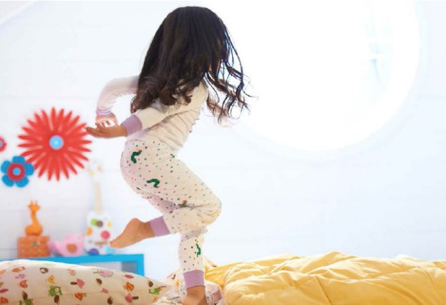 How to teach your kids to get a good night's sleep every single night! Great sleeping tips and tricks for preschoolers, kids, tweens and teens!