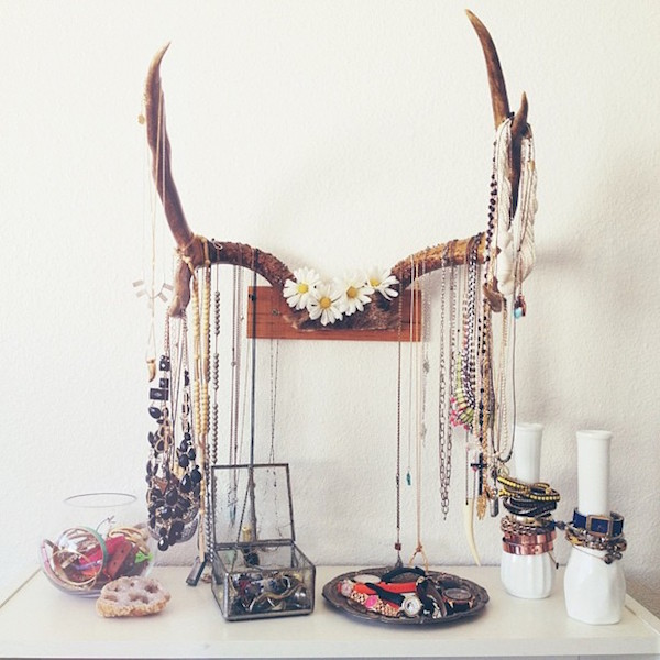 No more tangled necklaces and missing earrings with these 15 stylish jewelry organizers.