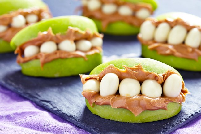 Looking to make snack time a little more fun? Your kids will LOVE these monster mouth snacks. So simple and sure to make your kids smile! (Not just for Halloween!)