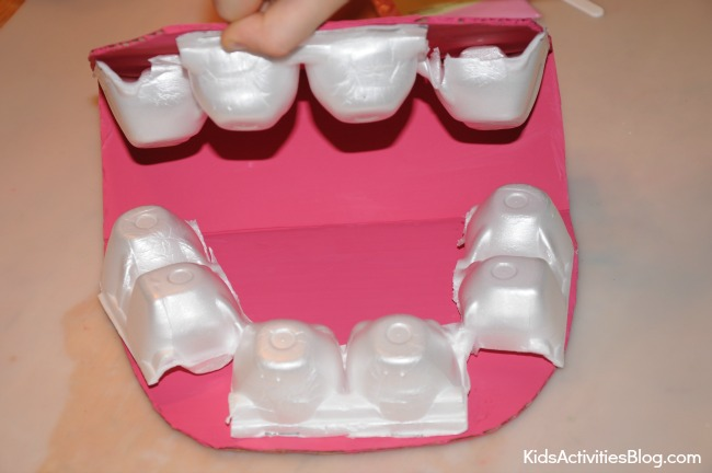 Great tips for teaching your kids about their teeth and super creative teeth crafts and teeth activities for kids. Great for toddler, preschool, kindergarten and elementary age kids!