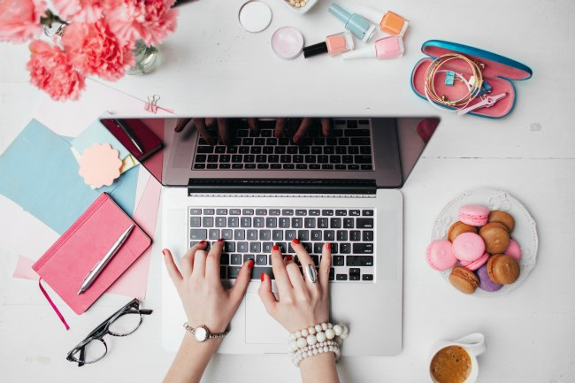 How to start a blog in 3 easy steps. A step by step guide to blogging for beginners. I walk you through everything you need to know to start your blog. Whether you want to make money blogging or just share your passion with the world, don't wait. Start your blog today.
