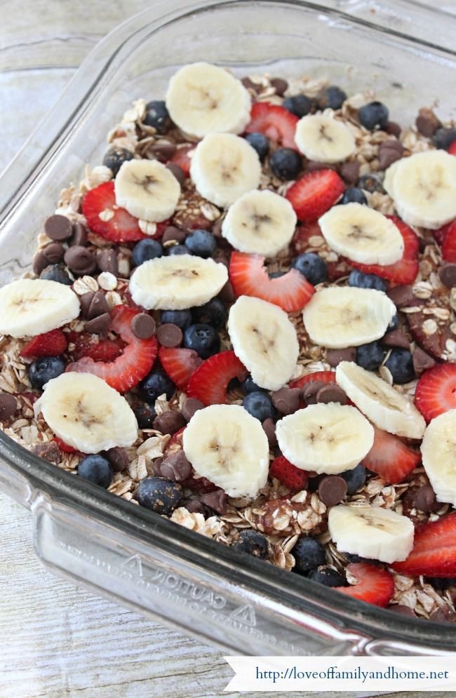 Breakfast is about to become your favorite meal. Great make ahead breakfast ideas and breakfast casserole recipes to feed a crowd - and even a few healthy options. Go ahead - invite the neighbors to breakfast.