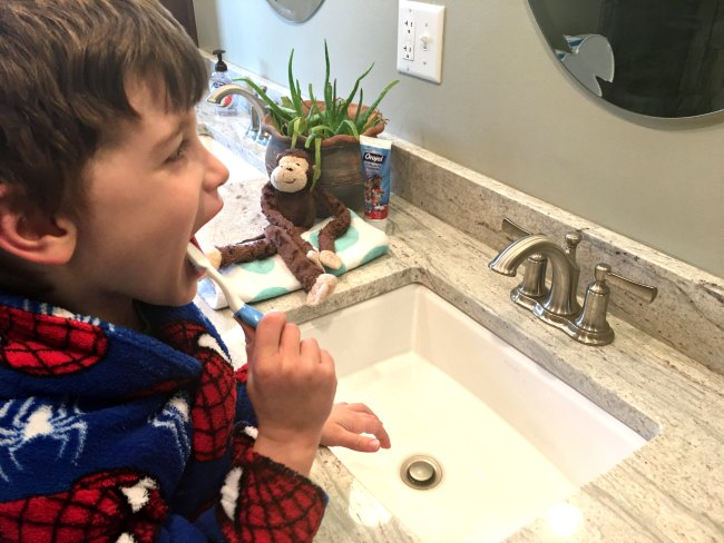 From reading to teeth brushing, this 7-step bedtime routine for kids really works. Your kids (and you!) will be loving bedtime with this simple and helpful bedtime routine.