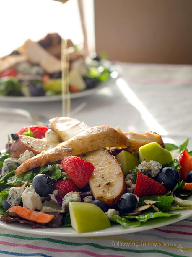 copycat-chick-fil-a-grilled-chicken-and-zesty-apple-cider-vinaigrette-salad-copy