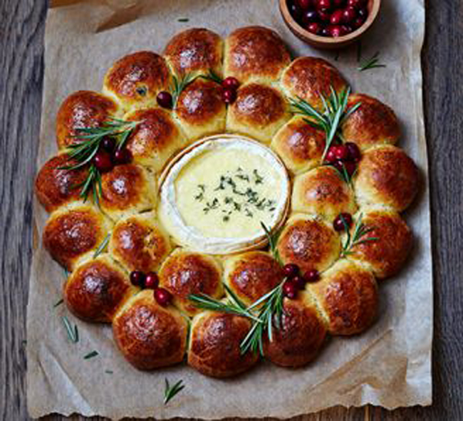 festive-filled-brioche-centerpiece-with-baked-camembert