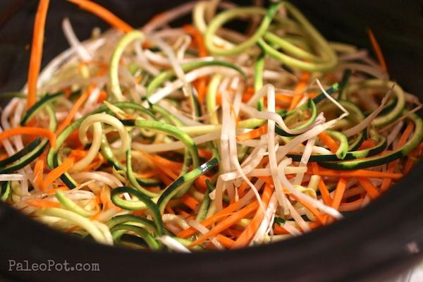 paleo-slow-cooker-chicken-pad-thai-with-veggie-noodles