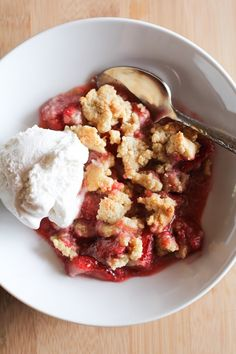 paleo-strawberry-crumble