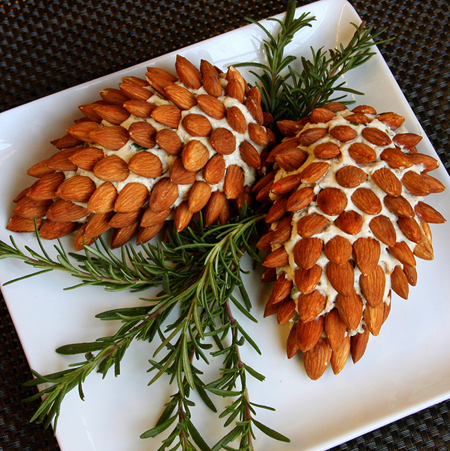 pine-cone-cheese-ball