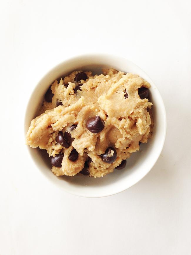 skinny-edible-chocolate-chip-cookie-dough