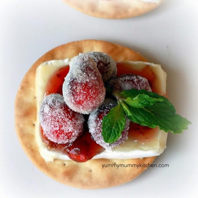 sparkling-cranberry-brie-bites