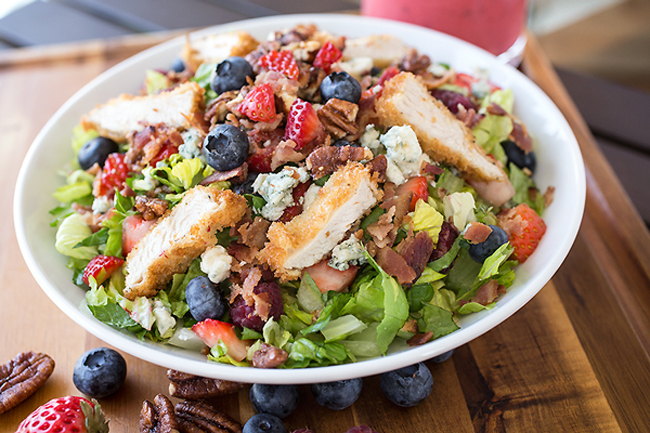summer-berry-crispy-chicken-chopped-salad