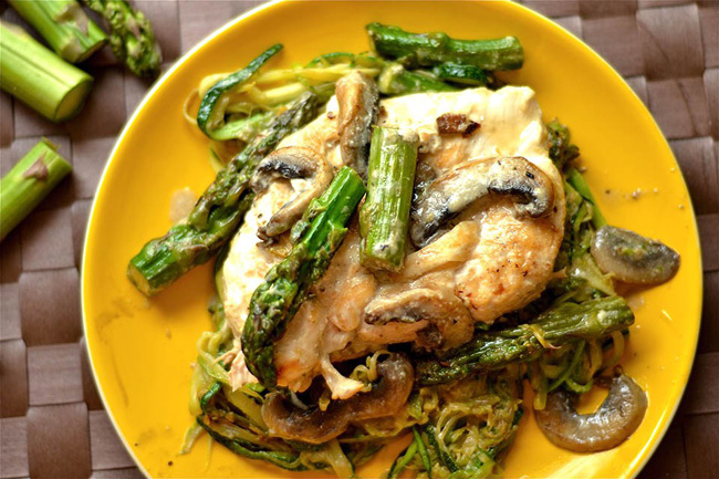 creamy-lemon-chicken-with-asparagus-and-mushrooms