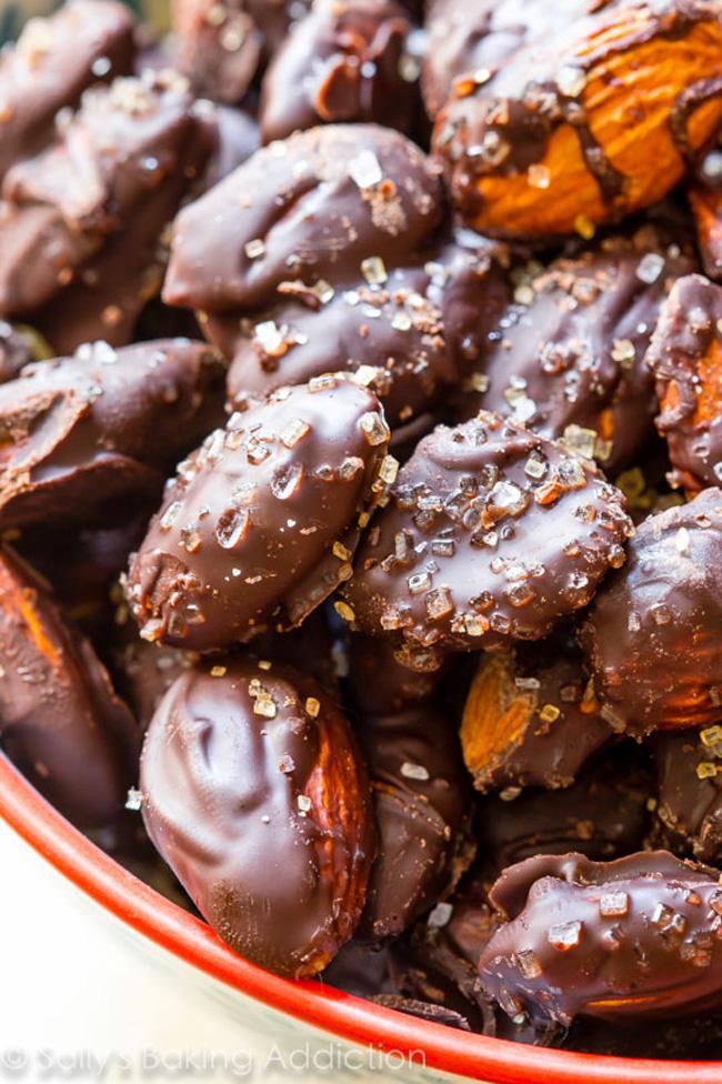 dark-chocolate-sea-salt-almonds