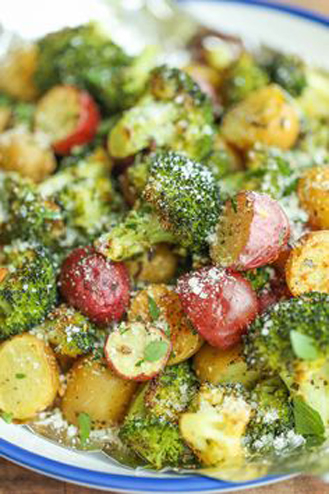 garlic-parmesan-broccoli-and-potatoes-in-foil