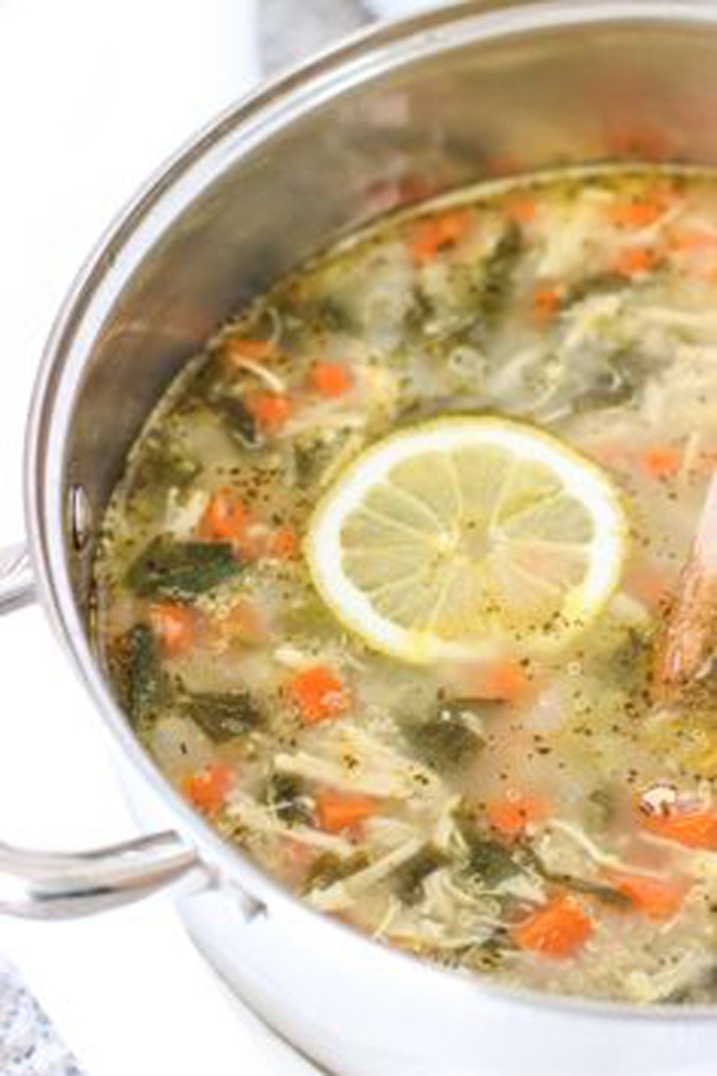 lemon-chicken-quinoa-soup-with-spinach