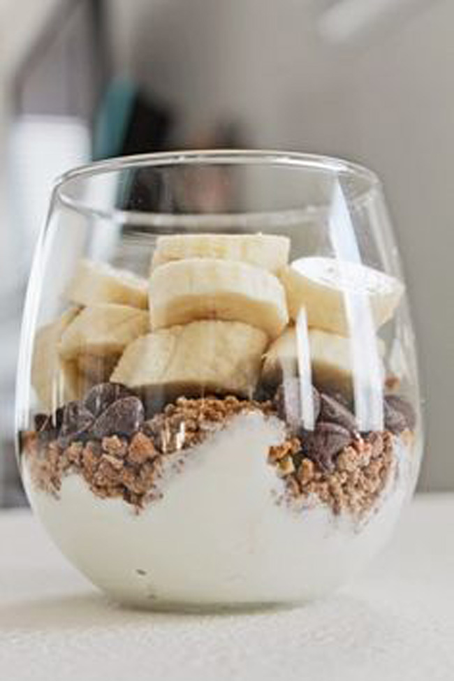 quick-healthy-breakfast-greek-yogurt-parfait
