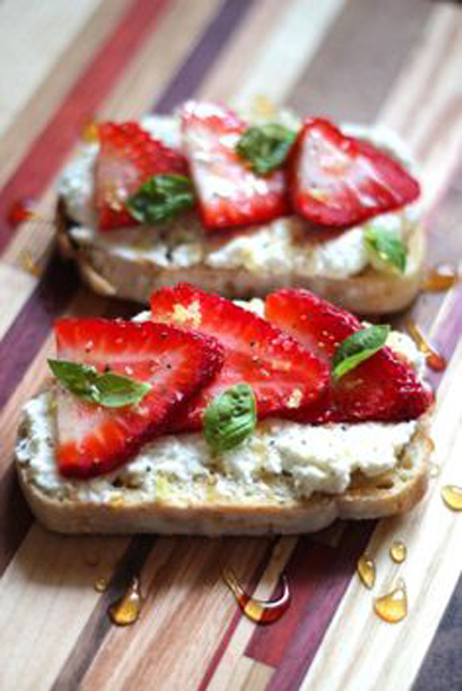 ricotta-toasts-with-strawberries-basil-honey