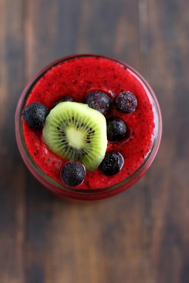 triple-berry-kiwi-smoothie
